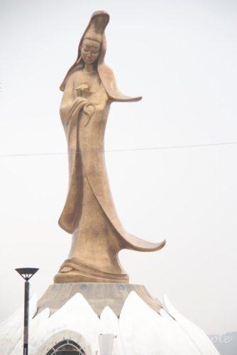 Kun Iam Statue, 海に立つ大きな観音像