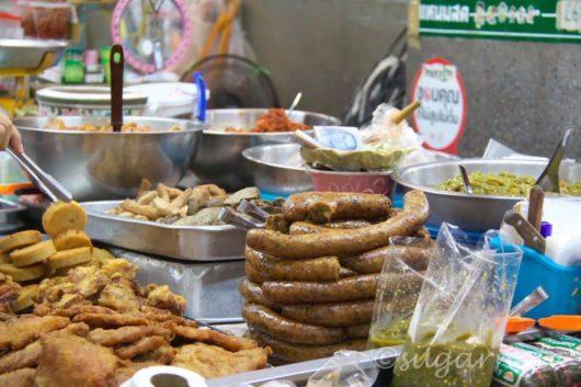 Warorot Market in Chiang Mai, ワローロット市場, チェンマイソーセージ、サイウア