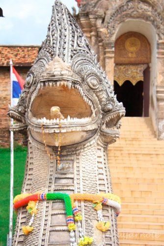 ワット・プラ・タート・ラムパーン・ルアン, Wat Lampan Luang, ナーガ, 蛇神