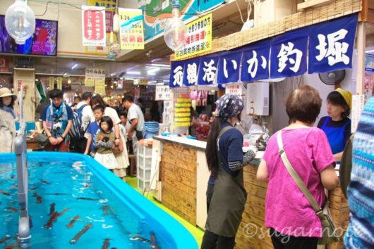 函館朝市, Hakodate Morning Market, 活きイカ釣り堀