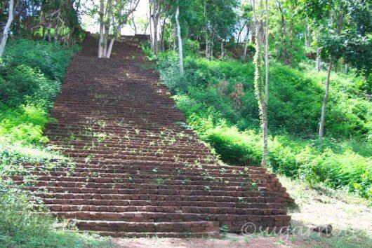シー・サッチャナーライ歴史公園, Sri Sanchanalai Historical Park, Wat Khao Phanom Ploeng, ワット・カオ・パノム・プレーン