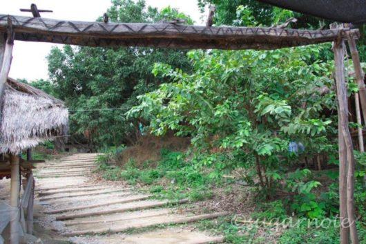 山岳民族のヤオ族とアカ族が暮らす村, Yao, Akha Hilltribe Village, 門